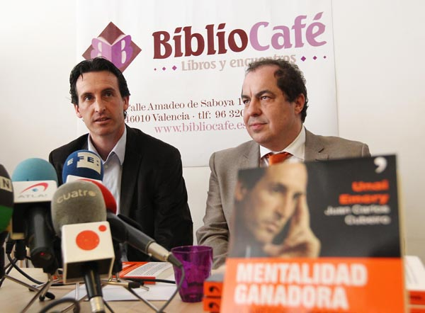 Unai presents his first book